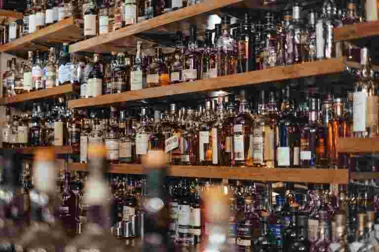 马哈拉施特拉允许酒店和餐馆出售现有的外国酒库存