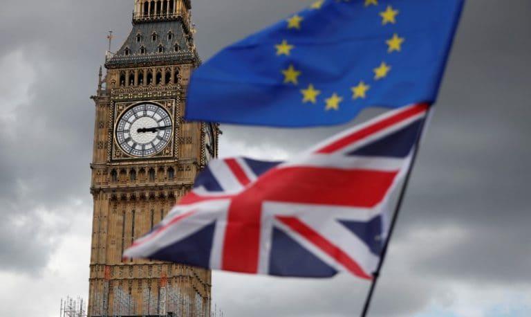 华尔街划分Brexit:高盛看到一笔交易,JP摩根看到了延误