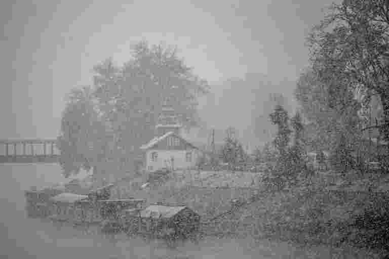雪和雨继续在Jammu&Kashmir到星期五
