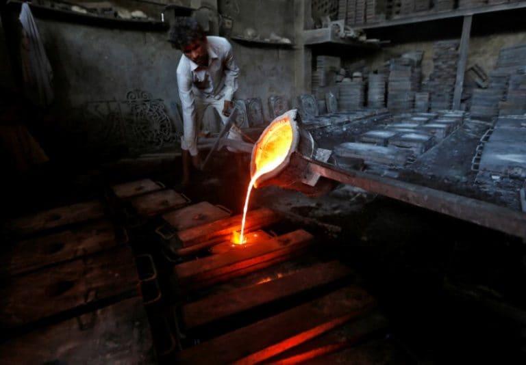 工业生产在12月的2.4%的增长