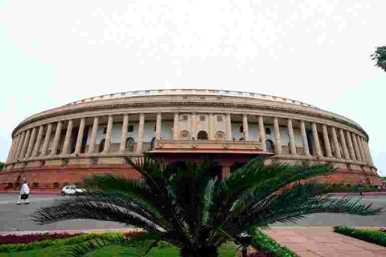 议会小组在全球有机贸易中提出了对印度微薄份额的担忧,推荐划定的有机生产区
